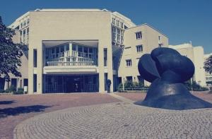 Das Paul-Ehrlich-Institut in Langen. [Foto: Stadt Langen, modifiziert, CC BY-SA 4.0]